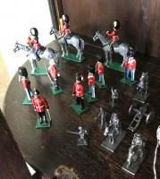 Lot of miniature cast iron soldiers
