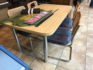 Dinette table w/ 4 chairs & extra leaf