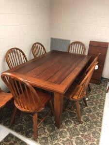 Beautiful Dining Table w/ 1 leaf & 8 bentwood spindle back chairs