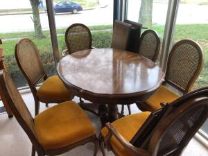Pedestal Dining table w/ 6 chairs