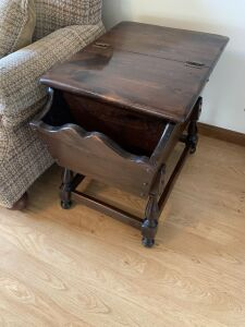 Lamp/magazine table with storage