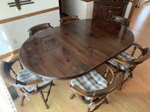 Ethan Allen singing table with 6 chairs, 2 leafs and protective pads