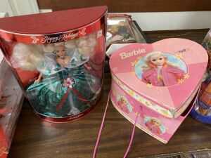 Happy Holidays Barbie in Box, Barbie Heart Box w/misc Barbies