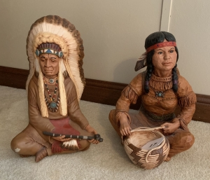 2 Navajo ceramic figures