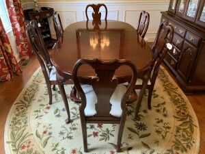 Mahogany Sumter Cabinet Company Queen Anne style dining room table & chairs