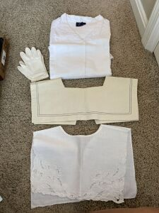 LINEN BLOUSE SIZE 14, PAIR OF WOMENS GLOVES, 2 VINTAGE COLLARS