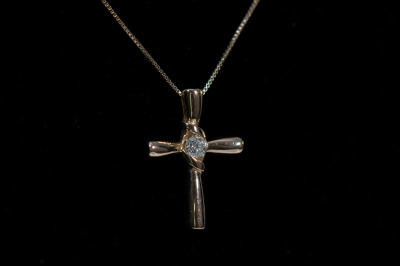 14K Gold Cross Necklace w/Diamond
