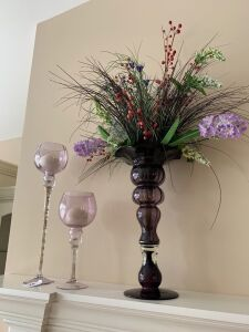 Pair of candleholders, artificial flowers in vase