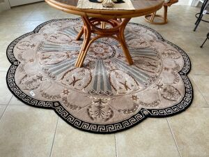 Versailles Palace 8' Scalloped edged rug