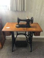 Antique Singer treadle sewing machine - 2