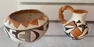 2 signed Native American pottery pieces