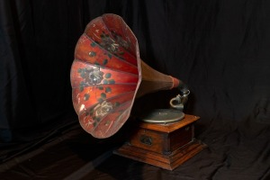 Early 1900's Victor Victrola Phonograph