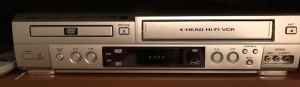 SANYO  DVD/VCR player with remote