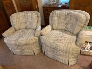 Pair or upholstered armchairs