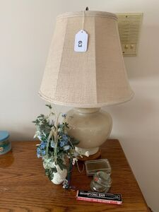 Table lamp, vase, paperweights