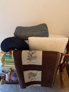 Quilt rack with quilt and blankets