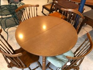 Maple dinette table w/ 4 spindle back chairs