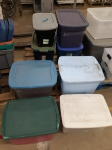 8 containers with lids