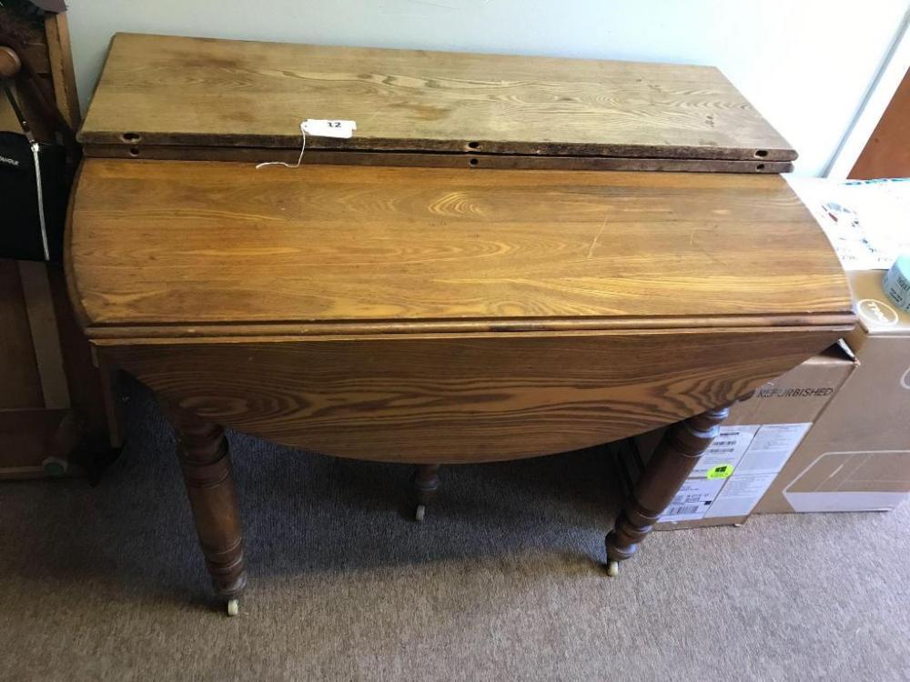 Etonnant Lot 12 Of 489: Antique Oak Drop Leaf Table On Casters