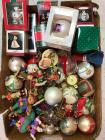 Lot of miscellaneous ornaments